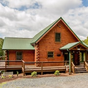 Private Lodge w/ Mtn. Views - Hot Tub - Pool Table - Close to New River