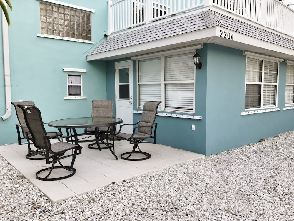 Beach Bungalow On Anna Maria Island Located Within Walking Distance To 2018 Room Prices Deals Reviews Expedia