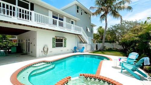 White Shell - Stunning Canal Front Home - Bring Your Boat! PET Friendly!