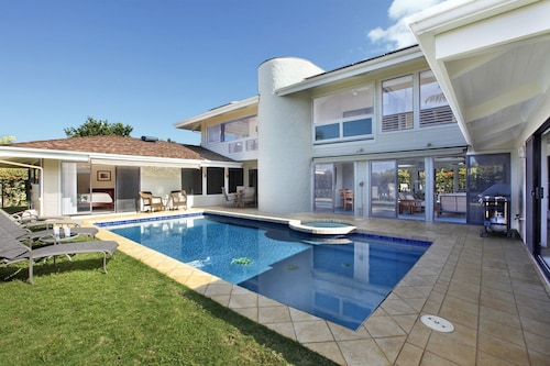 ***5 Bedroom House With Private Pool***