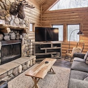 4BR Mtn Cabin - Skiers Paradise - Sleeps 13 Wood Burning Fireplace