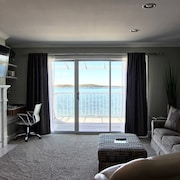 Gorgeous Remodeled 1BR Beachfront Condo on Lake Charlevoix!