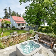 Private Beach, Hot Tub, Mt. Baker View, Near Golf, Tennis & Friday Harbor!