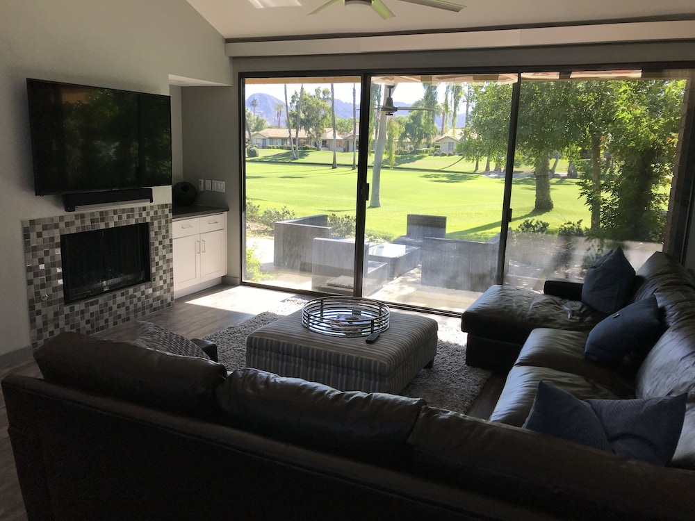Palm Desert Getaway Close To Golf Retail Entertainment And