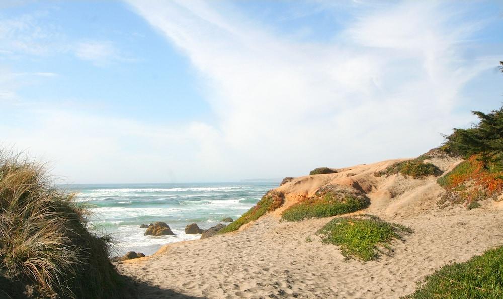 Book God\'s Pocket! 3 min Walk to Beach, Hot Tub! 3 Nights for 2! 7 ...