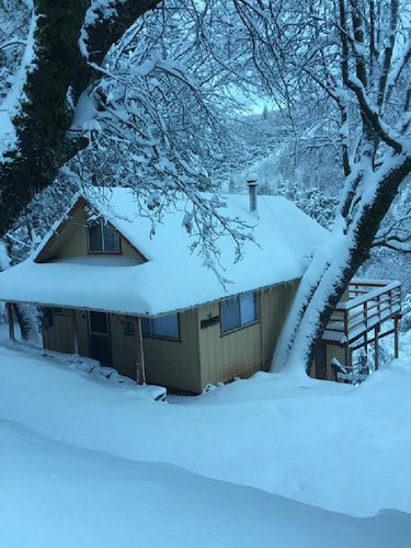 Nice Home Sleeps 8 Comfortably. Stunning Views From The Deck!