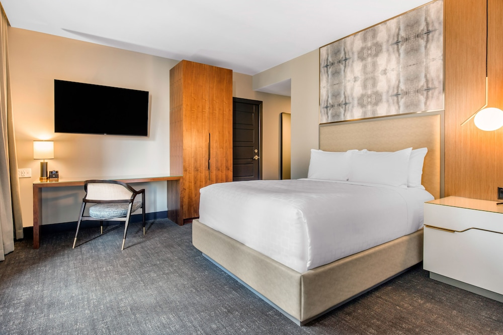 Room, Cambria Hotel Downtown Dallas