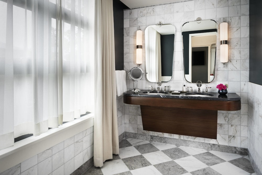 Bathroom, Perry Lane Hotel, A Luxury Collection Hotel, Savannah