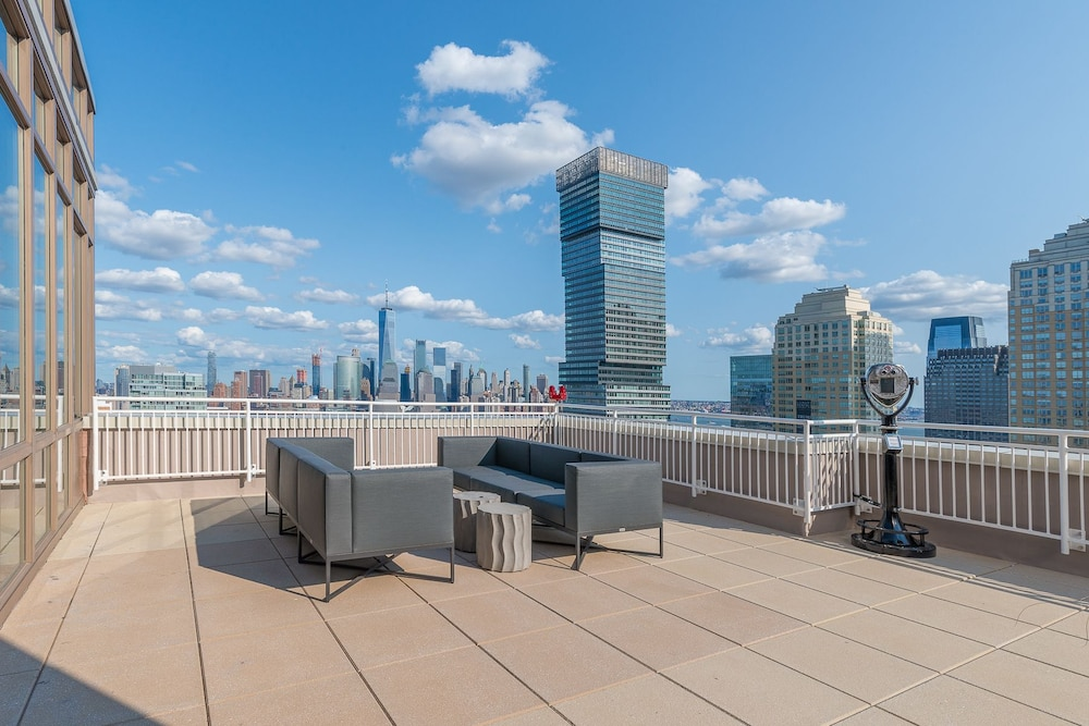 HomeAway Luxury Apartments at Newport (Jersey City) – 2019