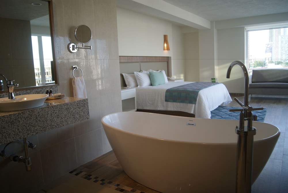 Deep Soaking Bathtub, Hotel Velvet Plaza