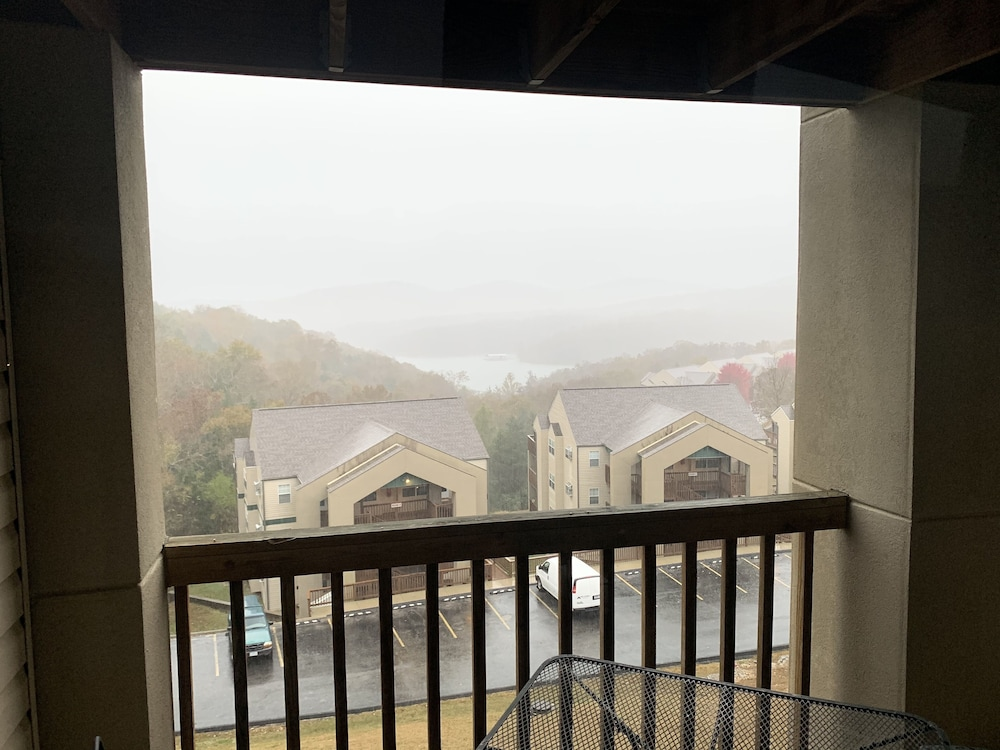 Balcony, Street level condo next to Table Rock Lake and Silver Dollar City. Indoor pool!