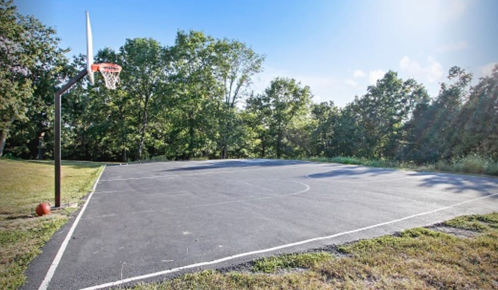 Sport Court, Street level condo next to Table Rock Lake and Silver Dollar City. Indoor pool!