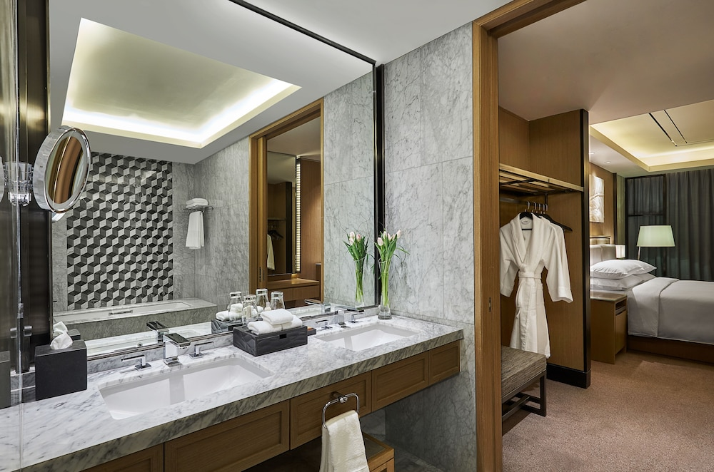 Bathroom, Hilton Manila