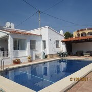 7 Bedroom Villa Ideal for two Families 150m From Beach