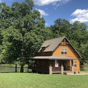 The Most Awesome Cabin on the Spring River. Perfect for Canoeing and Fishing