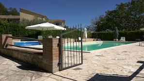 季节性开放的室外游泳池