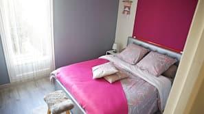 1 chambre, fer et planche à repasser, lits bébés (en supplément)