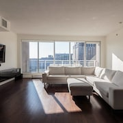 Upscale 1BR in Financial District