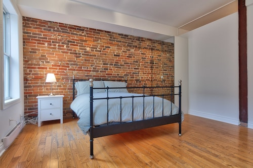 Check Expedia for Availability of Gorgeous 3BR Right Downtown Montreal
