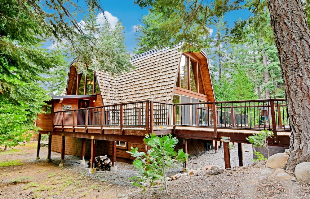 Exterior, 3br Gem, Walk To Tahoe House Bakery 3 Bedroom Cabin
