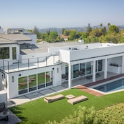 14380 Mulholland Drive House by RedAwning