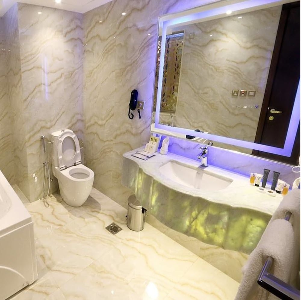 Bathroom, Nusk Al Madinah Hotel