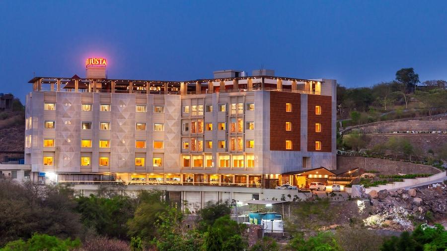 juSTa Sajjangarh Resort & Spa