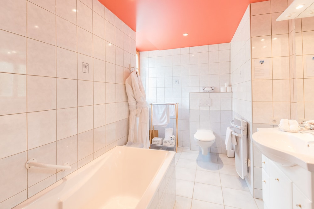 Bathroom, Auberge du Coude