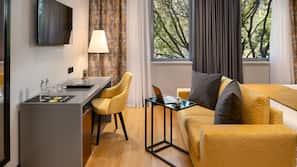 Minibar, coffres-forts dans les chambres, bureau, rideaux occultants