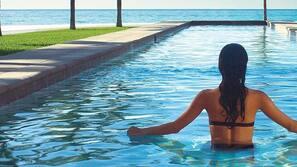 2 piscinas externas, espreguiçadeiras