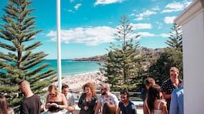 Beach nearby, beach towels, 2 beach bars