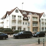 KNOKKE-ZOUTE - EXCLUSIVE SUN AND SEA VILLAGE NEAR BRUGES
