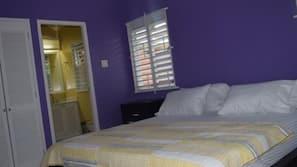 Individually decorated, blackout drapes, iron/ironing board, free WiFi