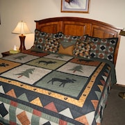 Cozy Rocky Mountain Condo w/ Loft & Full Kitchen. Sleeps 4-5. Pool/hot Tub