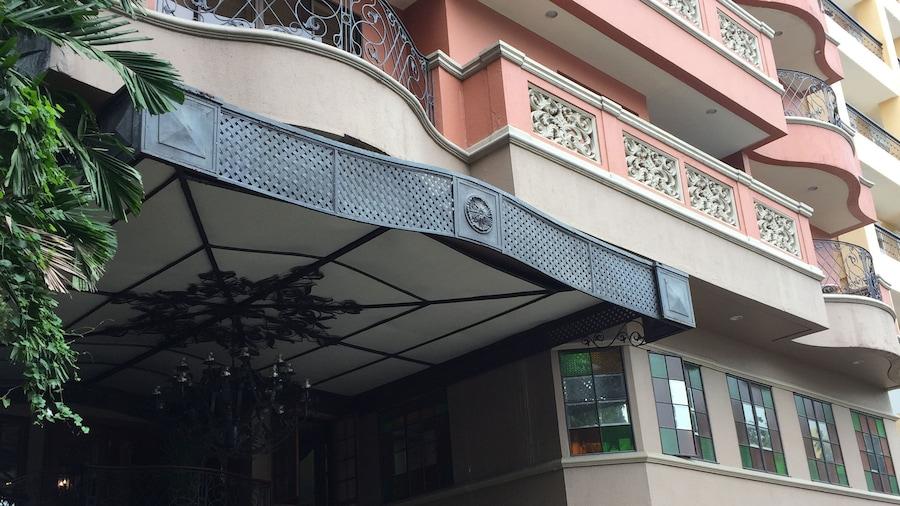 Sophia Suites Residence Hotel