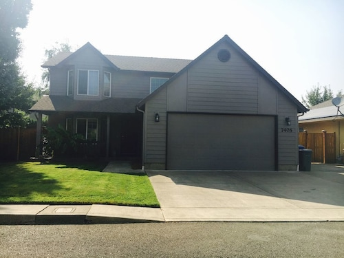Great Place to stay Large, Cozy Keizer Home near Keizer