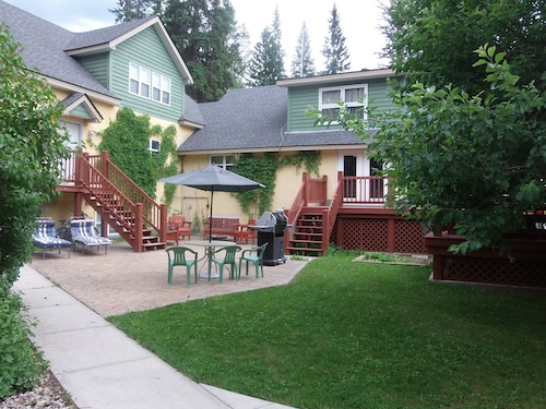 Vacation Rental- Sleeps UP TO 9 - Golden BC