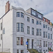Beautiful Grade 2 Listed Town House With Sea Views - Sleeps 14 in 8 Bedrooms