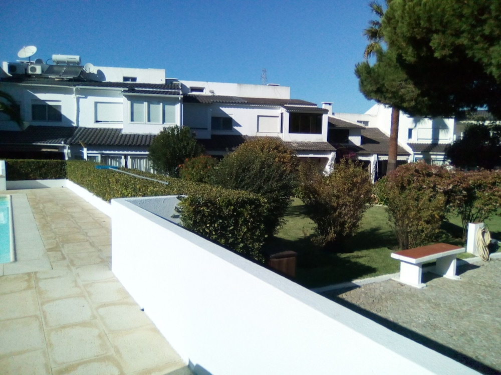 , Villa Marisol in Gated Community w / Pools and Garden 4km From the Beaches