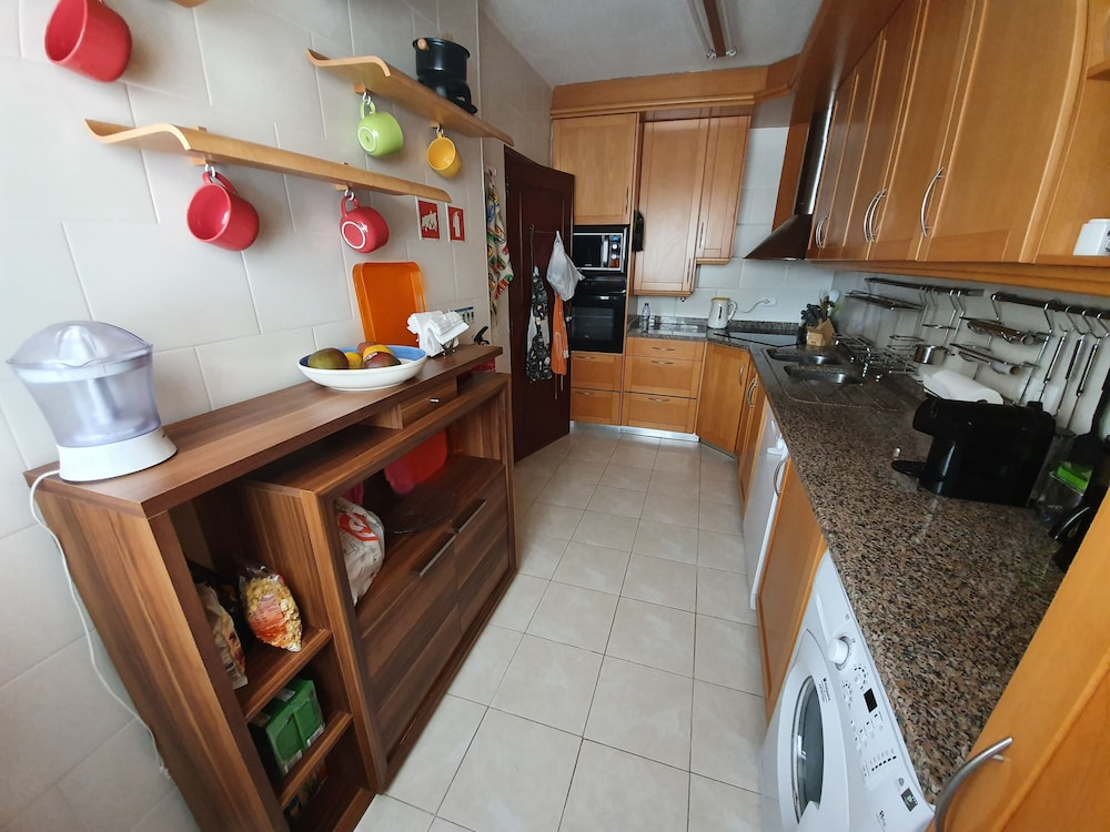 Private Kitchen, Villa Marisol in Gated Community w / Pools and Garden 4km From the Beaches