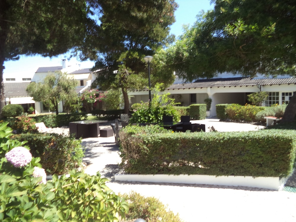 Property Grounds, Villa Marisol in Gated Community w / Pools and Garden 4km From the Beaches
