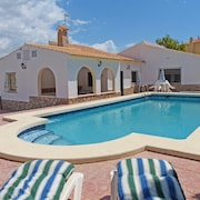 Detached Villa With A Large 10 X 5 Metres Private Pool & Is In A Great Location