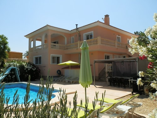 Luxury Villa, Private Pool, Panoramic Mountain Views Between El Campello & Busot