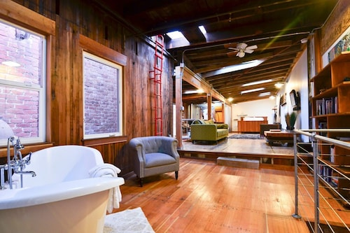 Old Town Eureka's Only Modern Loft! Crafted With Salvaged Redwood - Inspiring