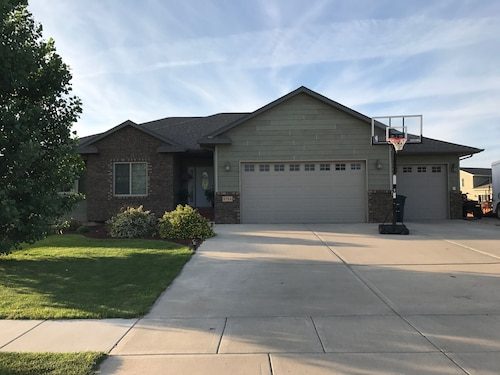 Great Place to stay Nice, Clean, Large 5-bedroom Home Between Sturgis and Rapid City near Summerset