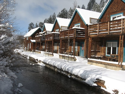 Great Place to stay 3 Bedroom/2 Bath Cabin Sits Right on the River in Red River, NM Sleeps 8 near Red River