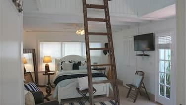 Cottage Is All New & Charming, Steps to the Beach