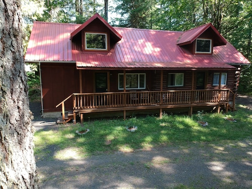Beautiful Santiam River Cabin