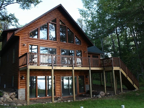 Beautiful Birchwood Lakeside Chalet Get-away *snowmobile Trails Open