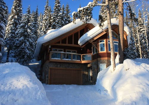 Best Ski-in/ski-out Luxury Chalet at Khmr - 5 Br,4 Ba, Hot Tub, Heated Flrs